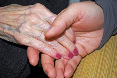 Eine Hand wärmen – von Pflege und Demenz.